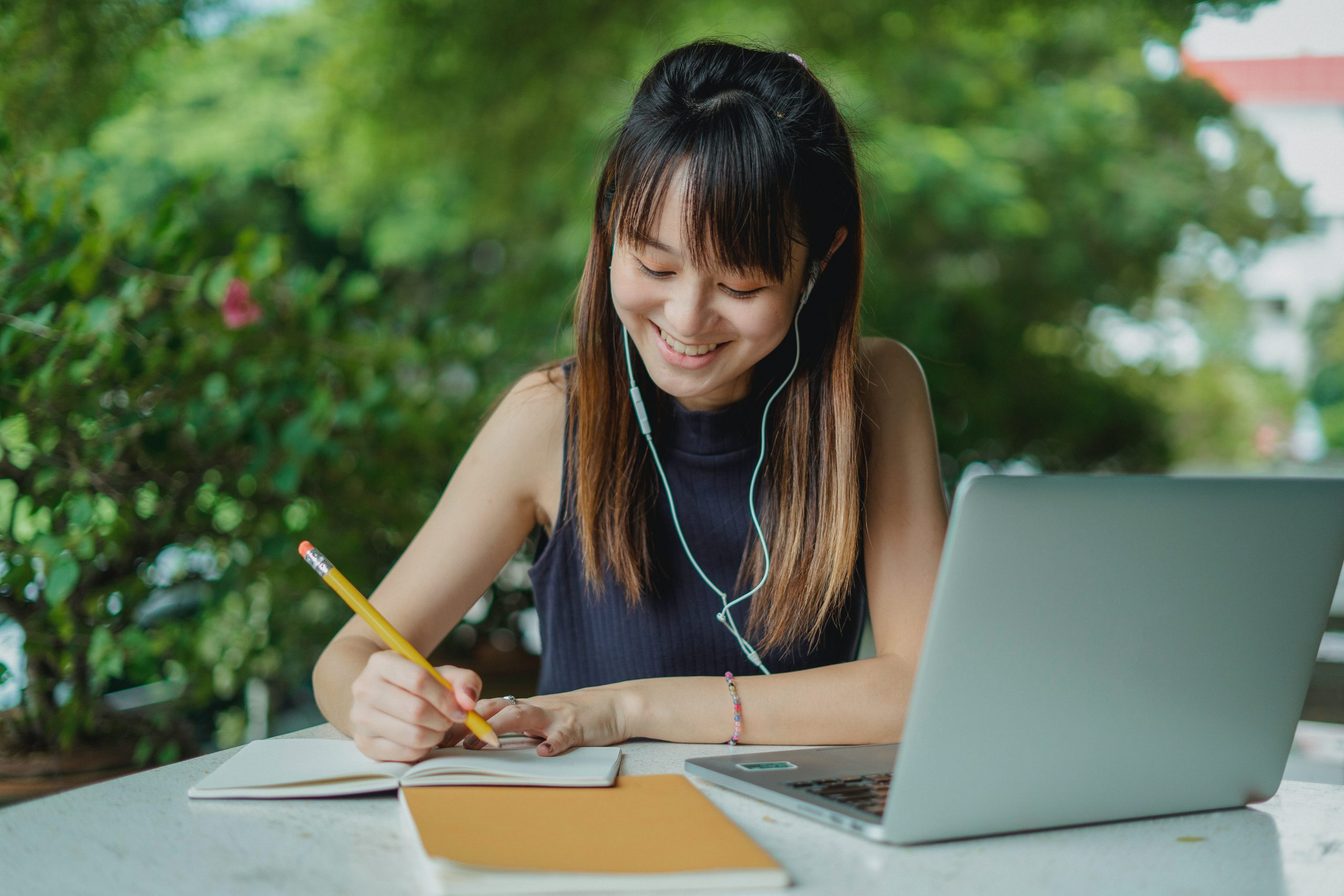 woman-with-computer-completing-superannuation-checklist